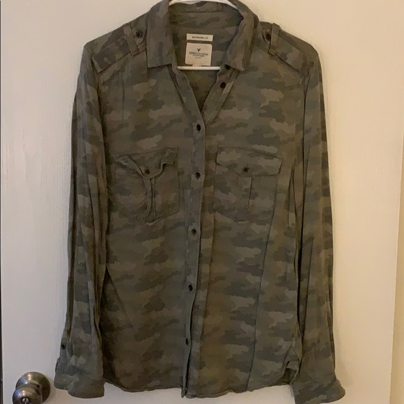 American Eagle Outfitters Tops - American eagle boyfriend fit camo button down